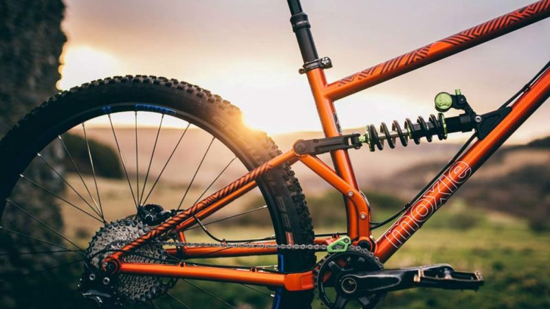 The Full Moxie is Pipedream Cycles' all-new single-pivot steel frame full bouncer